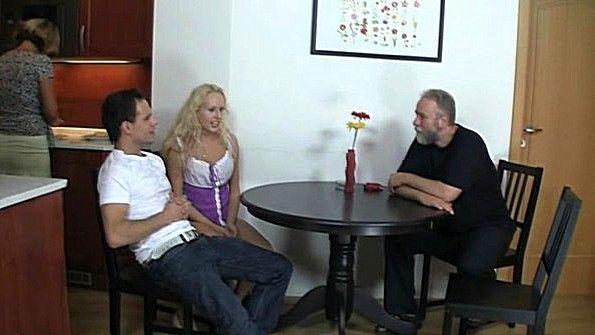 домашний секс с молодой блондинкой сразу